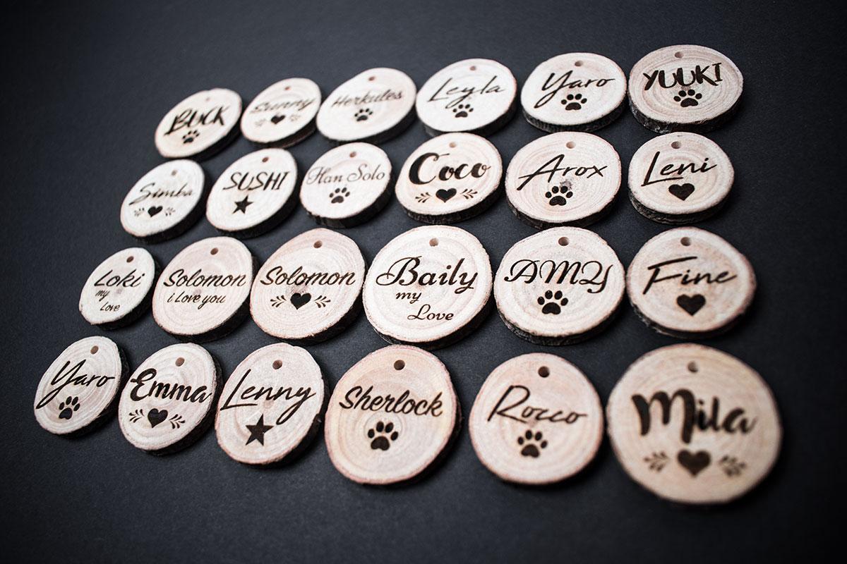 Hundemarke mit Gravur aus Holz