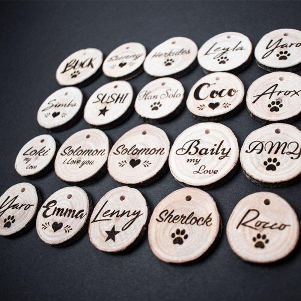 Hundemarke aus Holz mit Gravur
